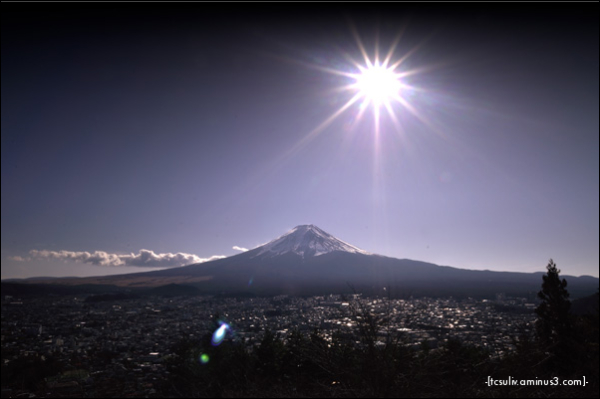 sun o'er Fuji 富士山の上で太陽 (fujiyoshida)