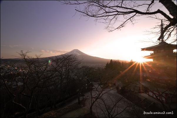 sunset with pagoda 夕焼け富士山と五重塔 (fujiyoshida)
