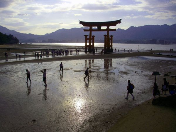 low tide at itsukushima