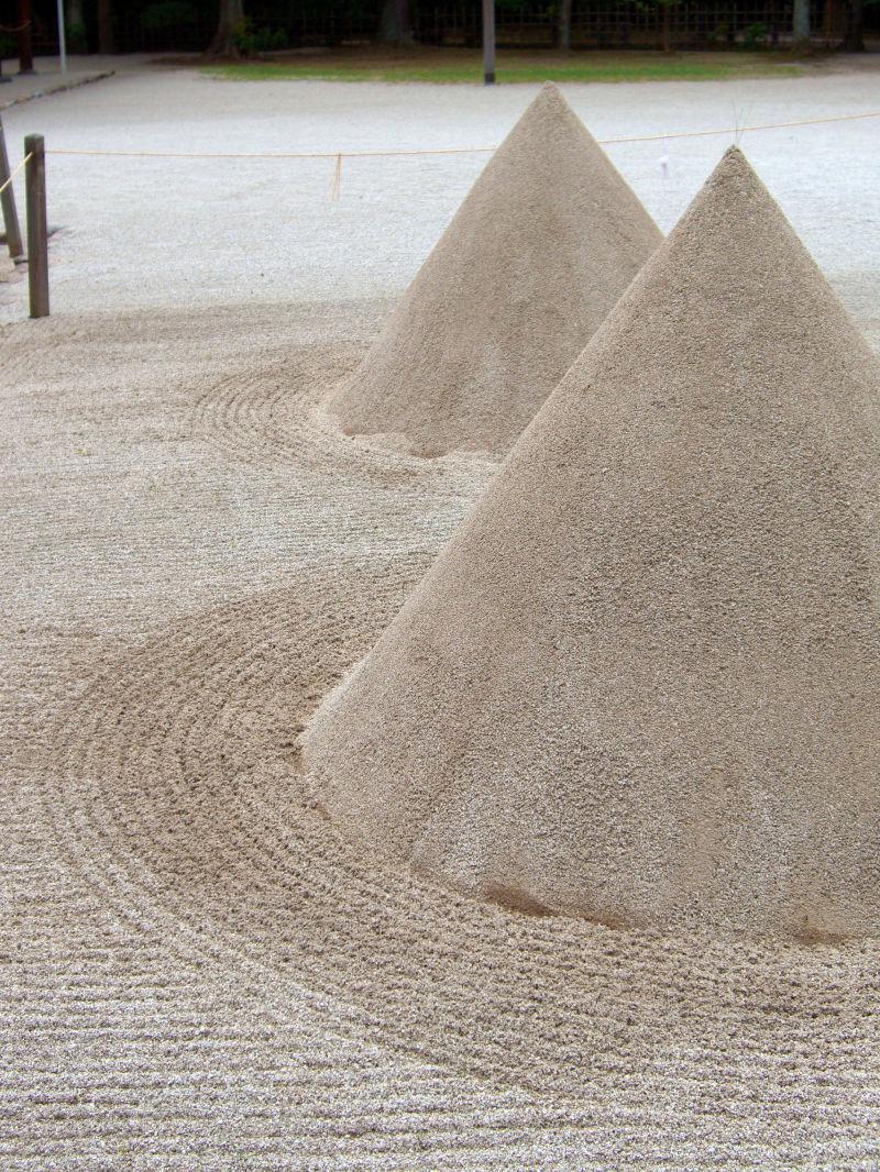 tatesuna/sand cones