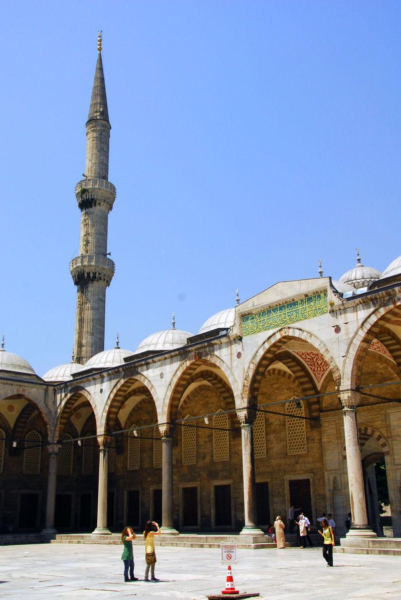 minaret court