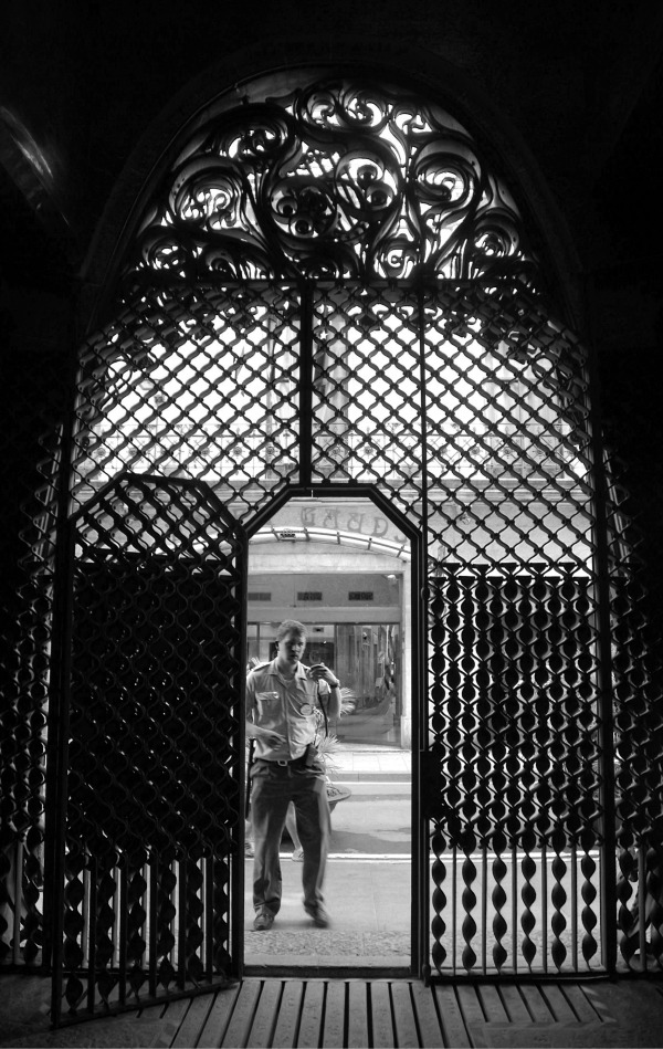 palau guell ironwork entrance