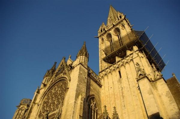 Eglise St Pierre au Soleil couchant