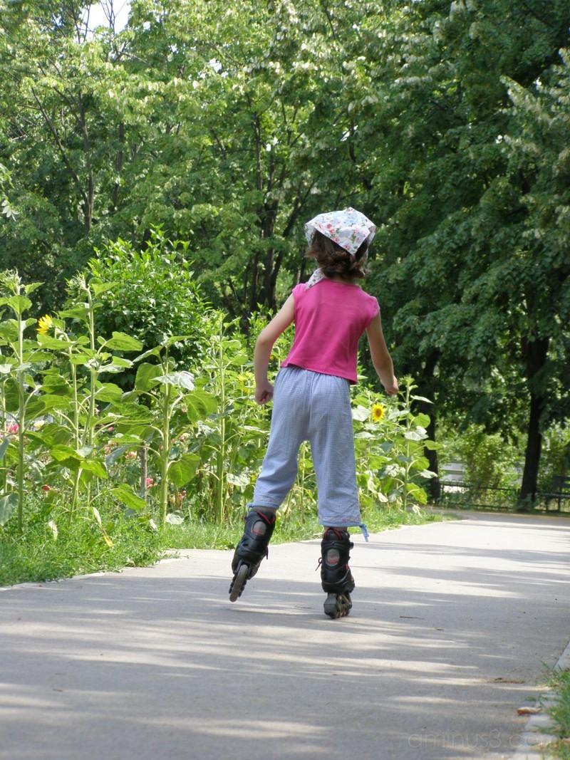kid inline skating