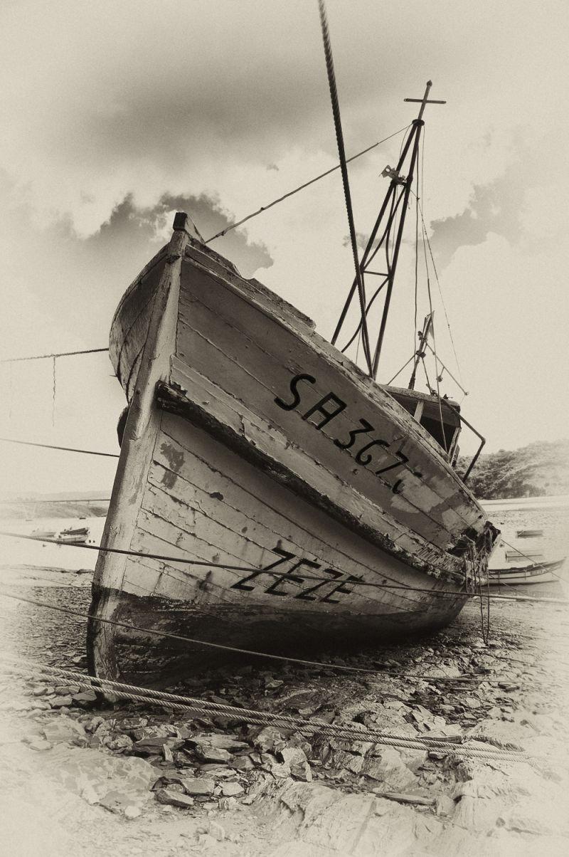 ZÉZÉ - seaweed harvest boat