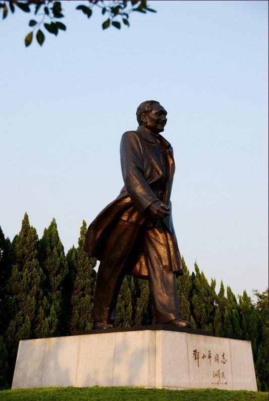 Shenzhen LotusHillGarden Bronze Statue sun