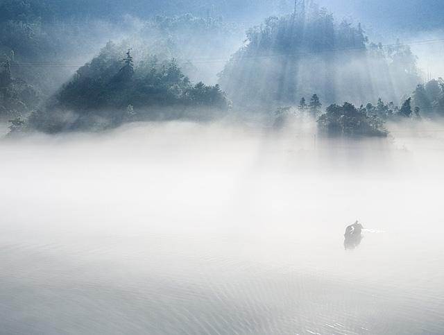 boat mist river xiaodongjiang