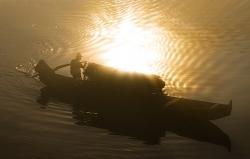boat sun relection xiaodongjiang