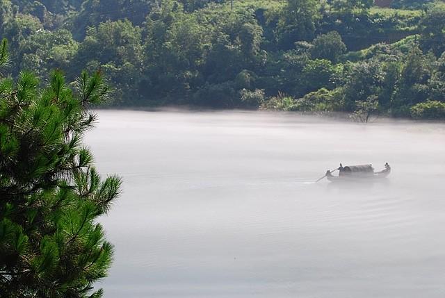 xiaodongjiang misty river boat