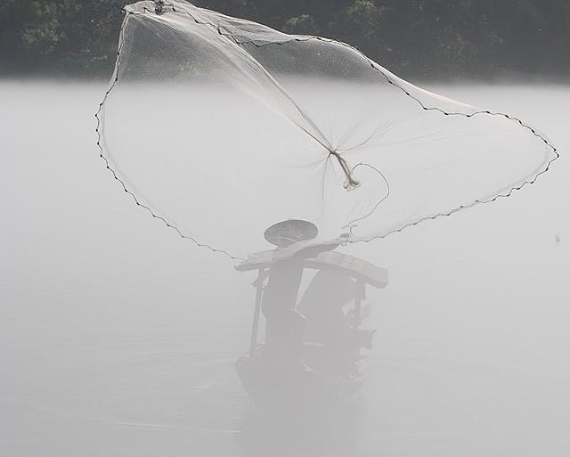 xiaodongjiang misty river casting net