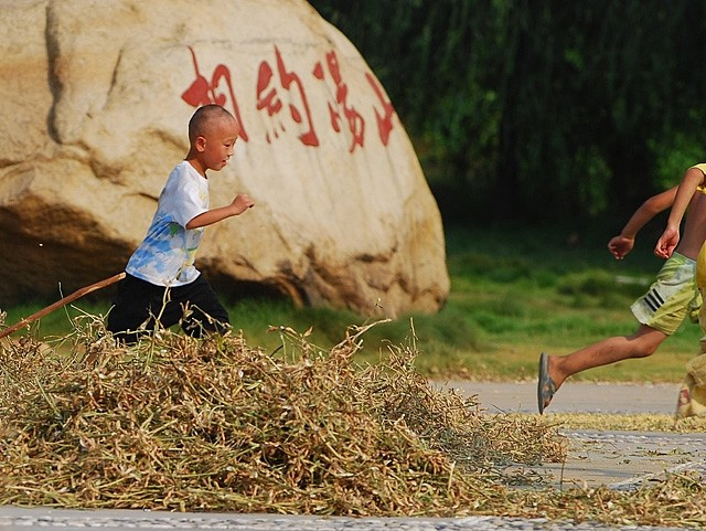 xiaodongjiang village child run