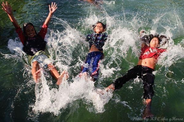 Semporna, Malaysia, children, play, splash