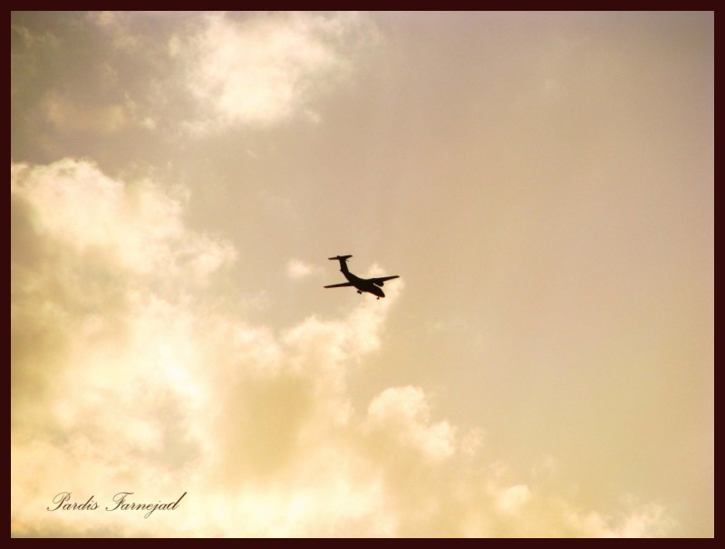 .:: Flying Through The Clouds ::.