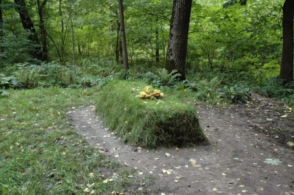 Tolstoy's Grave