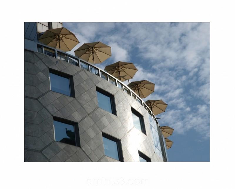 vienna haas-haus stephansplatz umbrellas