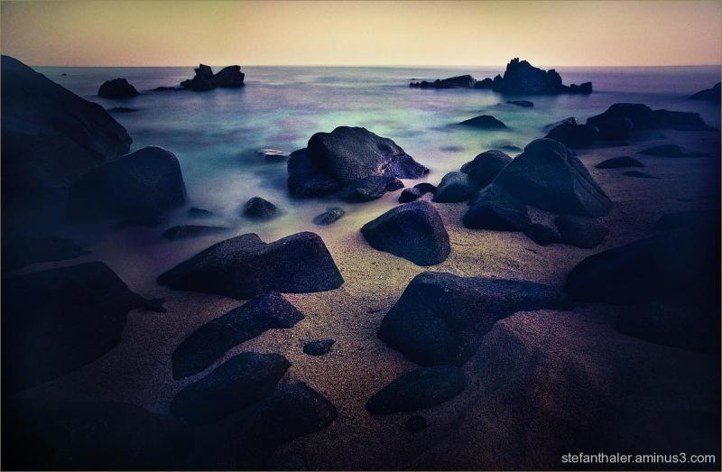 calabria, black stones