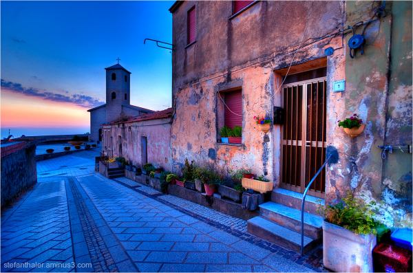 Sardegna Home, Sardinien, farbiges Haus