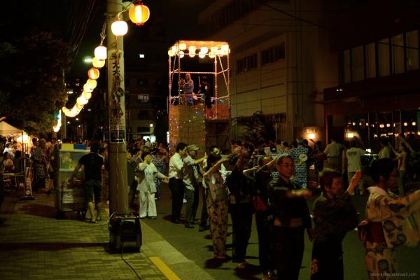 Dancers dance around the taiko platform.