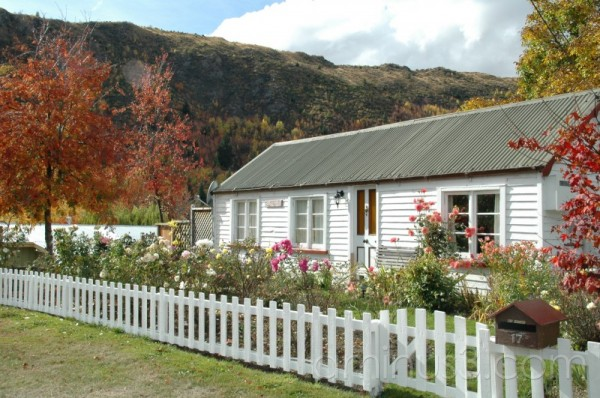 old cottage in arrowtown