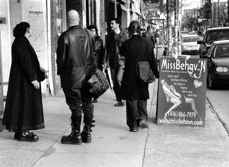 Streetshots - Queen W Toronto