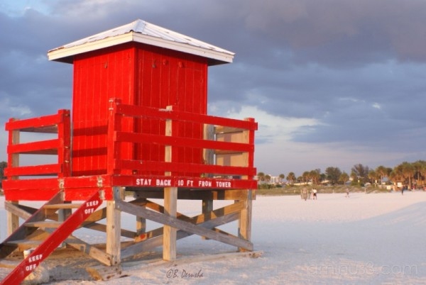 lifeguard beach hut sand key beach florida