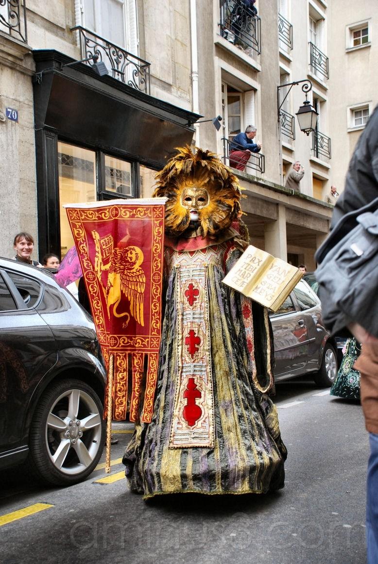 Carnaval vénitien rue Saint Louis en l