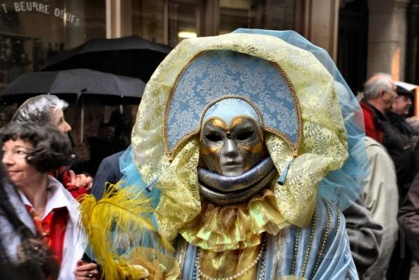 Carnaval vénitien rue Saint Louis en l'Ile à Paris
