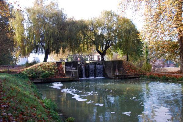 Ecluse sur le canal latéral à la Garonne