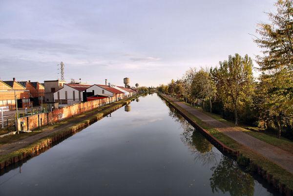 Industrie sur le canal latéral à la Garonne