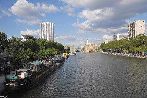 ourq,canal,paris,immeuble
