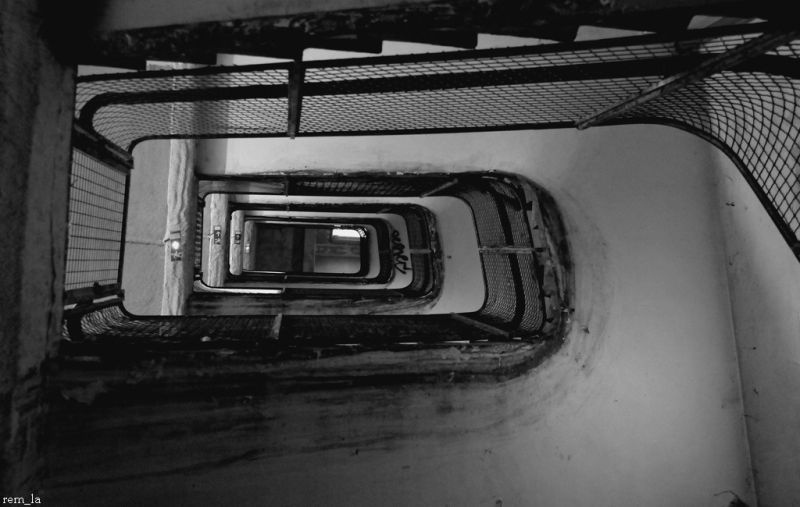 frigos,13eme,paris,tag,collage,escalier,n&b