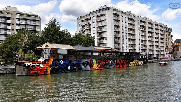 le long du canal de l'Ourcq à Paris