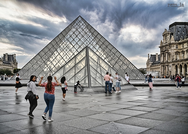 paris,pyramide,louvre