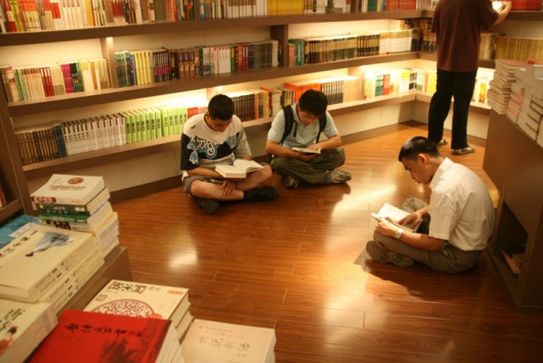 readers in Popular Bookmall