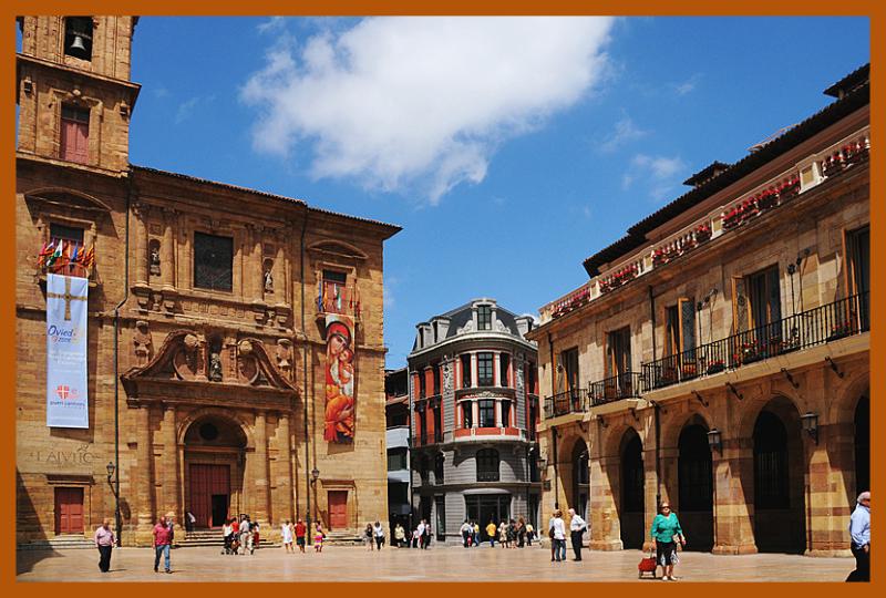 Square and Iglesia de San Isidoro el Real, Oviedo