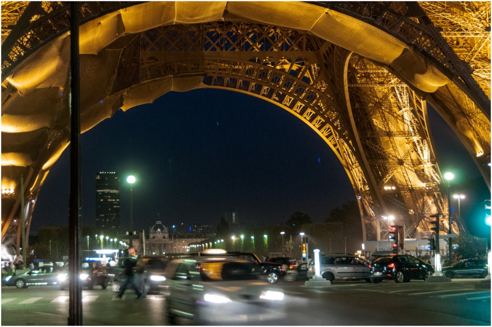 Eiffel tower at night traffic