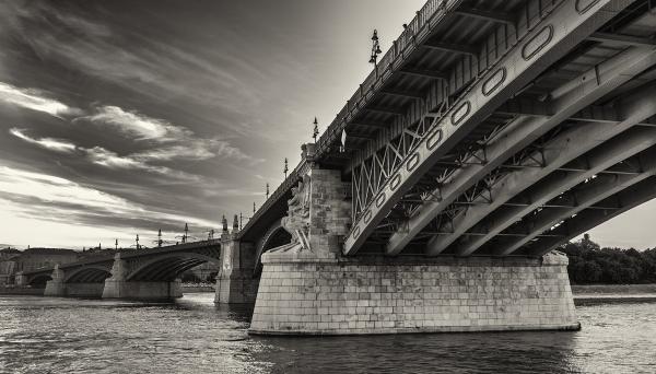Bend on the Bridge