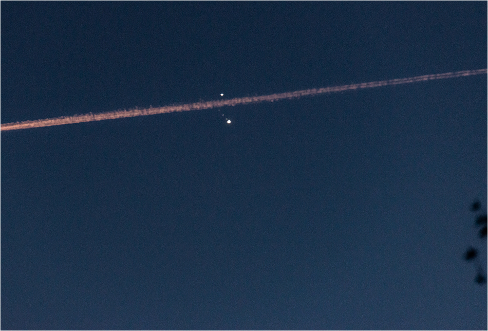 Saturday/Jupiter conjunction contrails