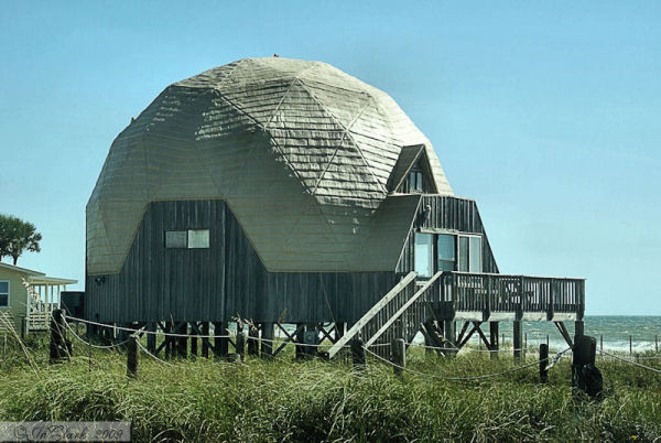 Geodesic home on the Gulf...