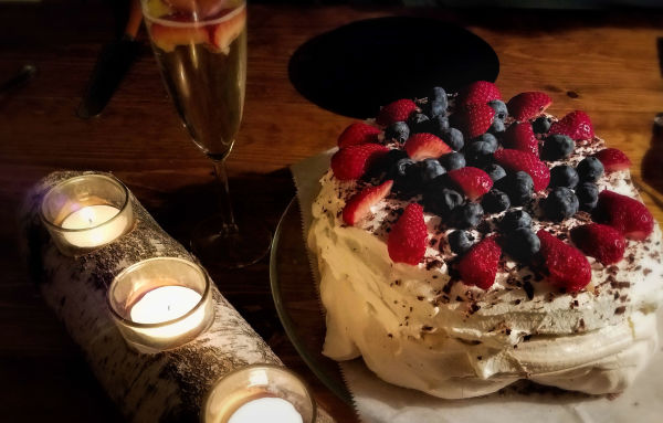 Pavlova ready to eat...