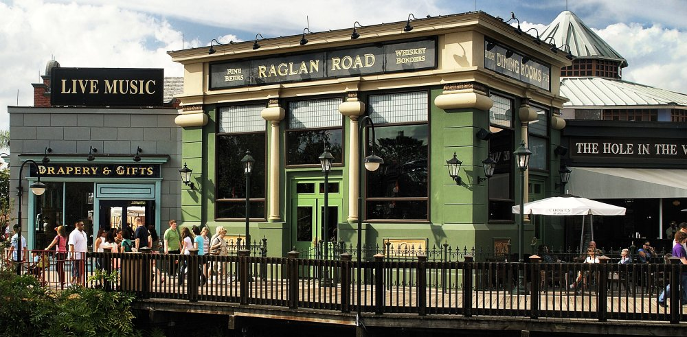 Raglan Road Irish Pub...