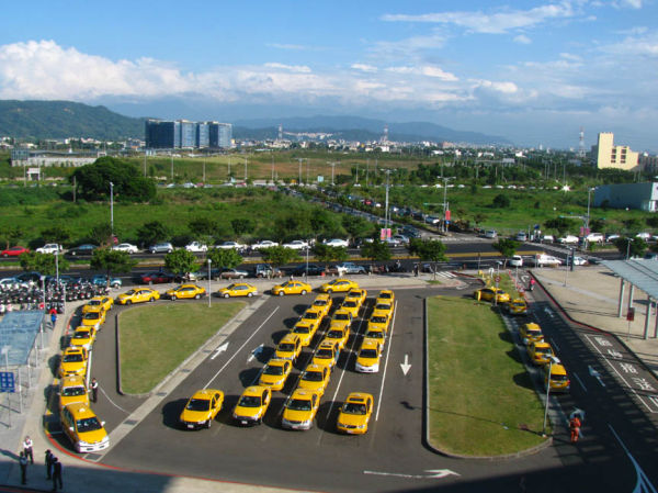 Cabs waiting at the high speed rail station