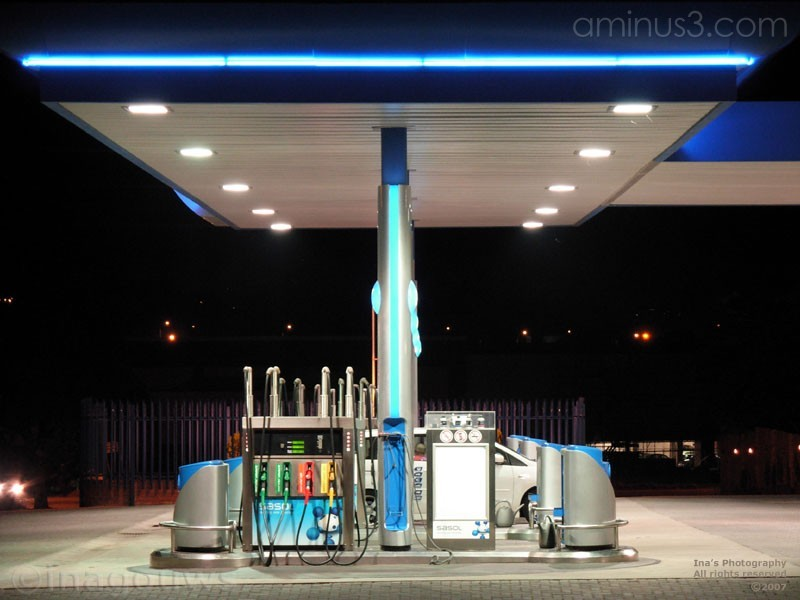 Night picture of Sasol garage