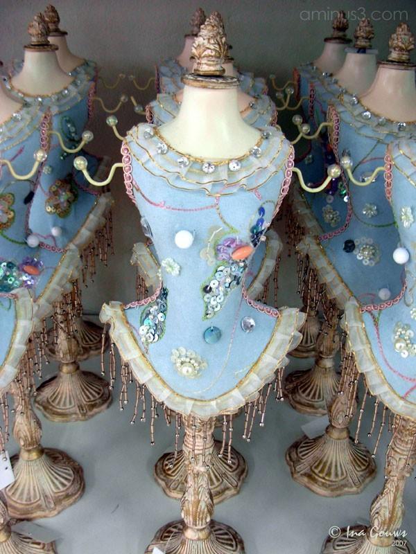Display of jewellery bust
