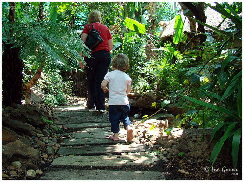 Grandma and child, follow in grandma's steps
