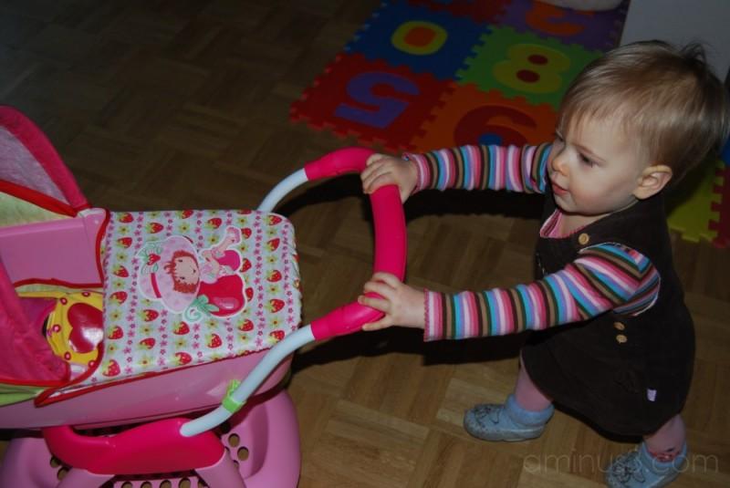 Lexine und Puppenwagen