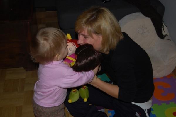 Lexine, Mama und die Puppen drücken sich