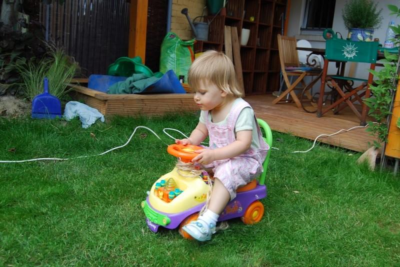 Autorennen im Garten