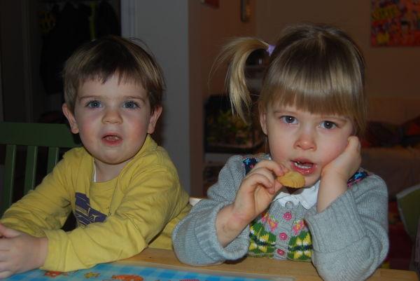 Kekse essen mit Elias