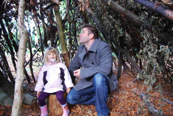 Mit Papa im Baumhaus